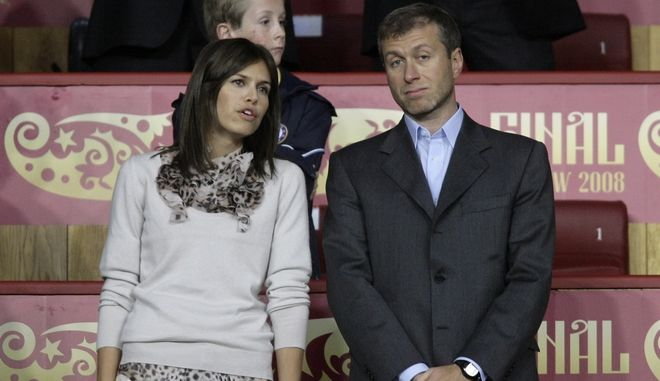** FOR ARCHIVE ** Russian billionaire Roman Abramovich and  his girlfriend, former model Daria Zhukova attend Manchester United against Chelsea  Champions League final soccer match at the Luzhniki Stadium in Moscow, Wednesday May 21, 2008. (AP Photo/Ivan Sekretarev)