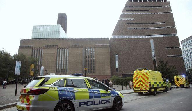 Εικόνα από την πινακοθήκη Tate Modern στο Λονδίνο όπου ο 17χρονος έσπρωξε από εξέδρα 6χρονο