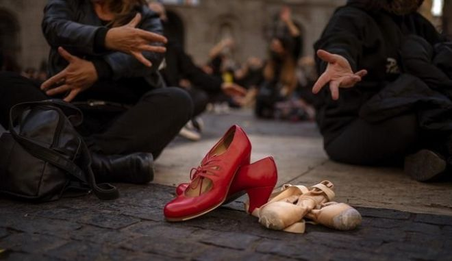 Στους δρόμους της Bαρκελώνης διαδηλώνουν οι χορευτές