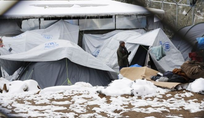 Χιόνια στο κέντρο φιλοξενίας μεταναστών στη Μόρια της Λέσβου.