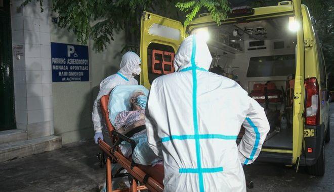 Ηλικιωμένοι από το γηροκομείο μεταφέρονται σε νοσοκομεία αναφοράς