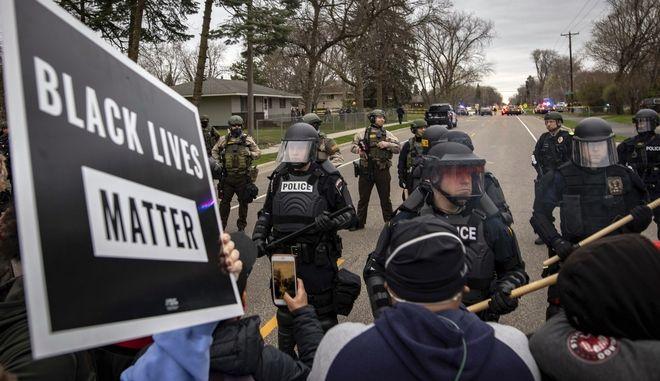 Επεισόδια μετά τη δολοφονία 20χρονου Αφροαμερικανού από αστυνομικό