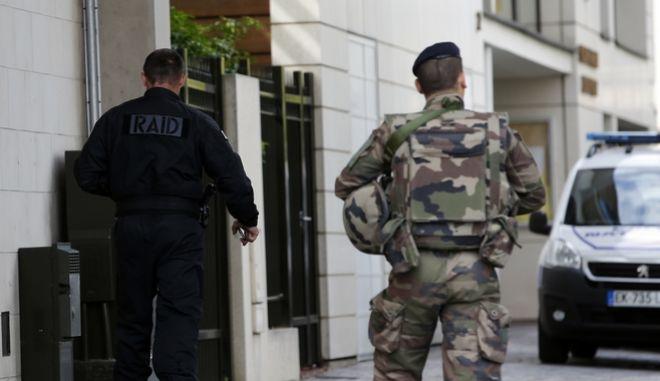 Γαλλία: Ελβετίδα δημοσιογράφος συνελήφθη κατά τη διάρκεια ρεπορτάζ