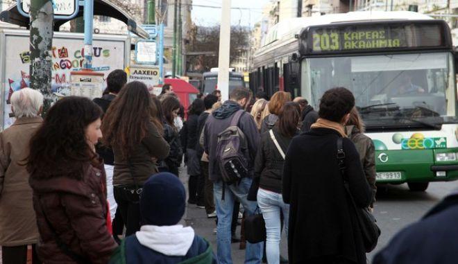 Λόγω της συνεχισόμενης απεργίας του μετρό,αυξημένη η κίνηση των αυτοκινήτων στους δρόμους,καθώς και των επιβατών που περιμένουν να εξυπηρετηθούν από τα λεωφορεία και τα τρόλεϋ,Τετάρτη 23 Ιανουαρίου 2013 (EUROKINISSI)