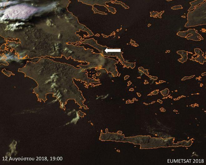 Φωτιά στην Εύβοια: Ο καπνός και η στάχτη έφτασαν στην Αθήνα
