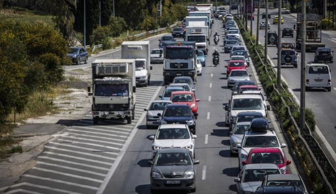 Έξοδος για το Πάσχα: Στιγμιότυπο από την εθνική οδό Αθηνών - Κορίνθου
