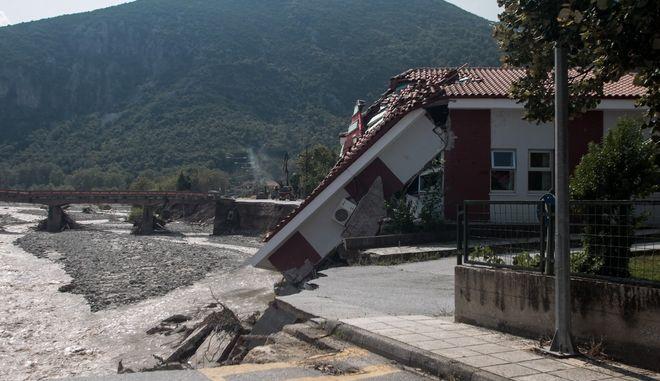 """Η επόμενη ημέρα των καταστροφών από την κακοκαιρία """"Ιανός"""" που προκάλεσε την υπερχείλιση του Πάμισου ποταμού στο Μουζάκι Καρδίτσας την Κυριακή 20 Σεπτεμβρίου 2020. (EUROKINISSI/ΘΑΝΑΣΗΣ ΚΑΛΛΙΑΡΑΣ)"""