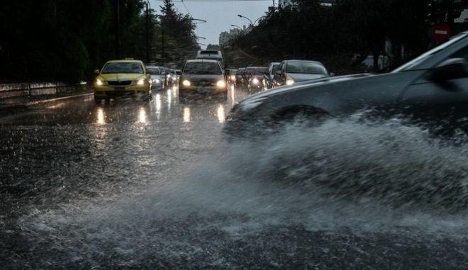 Έντονες βροχοπτώσεις στην Αττική όλη την μέρα