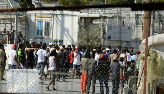 Λέσβος-Συμπλοκές μεταξύ ομάδων μεταναστών και προσφύγων με τις ισχυρές αστυνομικές δυνάμεις που έκαναν επέμβαση,στο κέντρο καταγραφής στην Μόρια,Τρίτη 18 Ιουλίου 2017 (EUROKINISSI/ΣΥΝΕΡΓΑΤΗΣ)