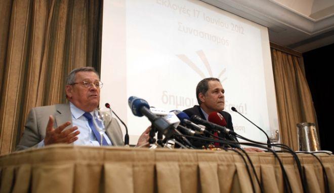"""Ο πρόεδρος της """"Δράσης"""", Στέφανος Μάνος και ο πρόεδρος της """"Δημιουργίας Ξανά"""", Θάνος Τζήμερος, παραχώρησαν συνέντευξη τύπου, την Τρίτη 22 Μαΐου 2012, κατά την οποία ανακοίνωσαν την κοινή κάθοδό τους στις εκλογές της 17ης Ιουνίου. (EUROKINISSI // ΣΥΝΕΡΓΑΤΗΣ)"""