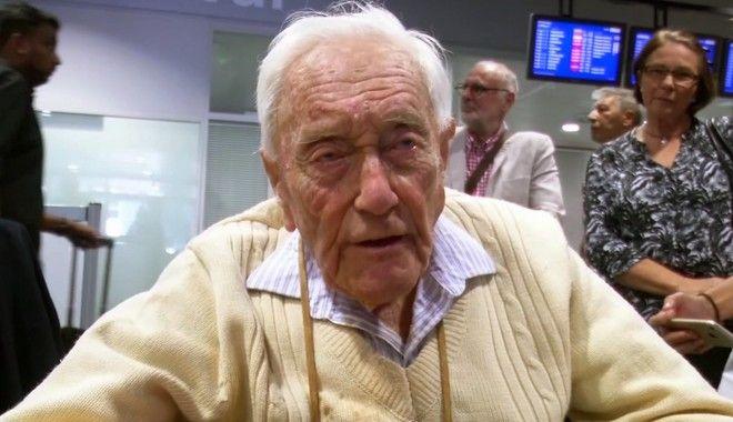 Ο Ντέιβιντ Γκούντολ κατά την άφιξή του στην Ελβετία