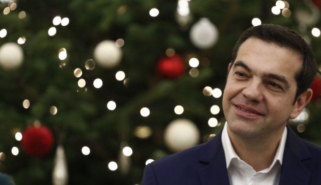 Ο πρωθυπουργός Αλέξης Τσίπρας στο στολισμένο Μέγαρο Μαξίμου