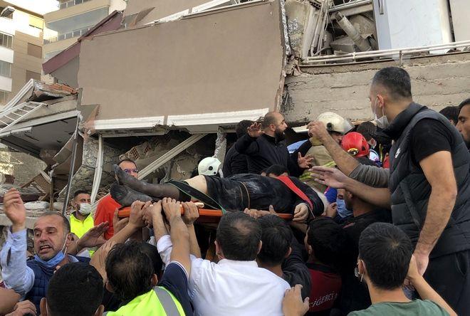 Εικόνες απόλυτης καταστροφής στη Σμύρνη