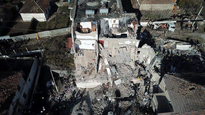 Κτίριο έχει καταρρεύσει μετά τον σεισμό στην Αλβανία