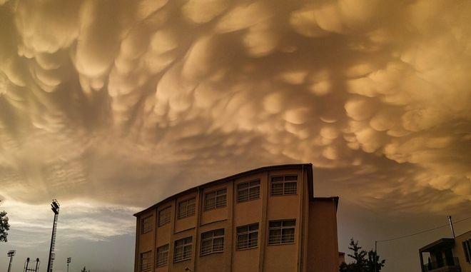 Λάρισα: Τα παράξενα σύννεφα που κάλυψαν τον ουρανό