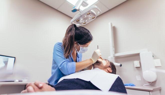 Νέα μέτρα: Οι οδοντίατροι θα καθορίζουν πότε θα απαιτείται rapid test
