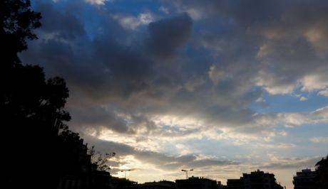 Συννεφιασμένος oυρανός μια μέρα του Νοέμβρη