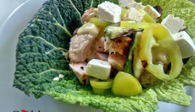 Συνταγή για ανοιχτό σάντουιτς με κοτόπουλο και ψητά λαχανικά