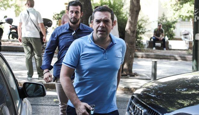 Ο πρόεδρος του ΣΥΡΙΖΑ Αλέξης Τσίπρας προσερχόμενος στη συνεδρίαση της Πολιτικής Γραμματείας του κόμματος