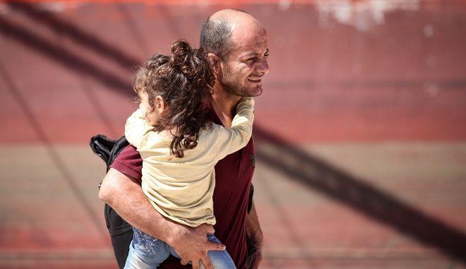 Στο λιμάνι του Ηρακλείου έδεσε το πλοίο το οποίο μετέφερε 103 μετανάστες οι οποίοι διασώθηκαν χθες το βράδυ ανατολικά της Κρήτης (EUROKINISSI)