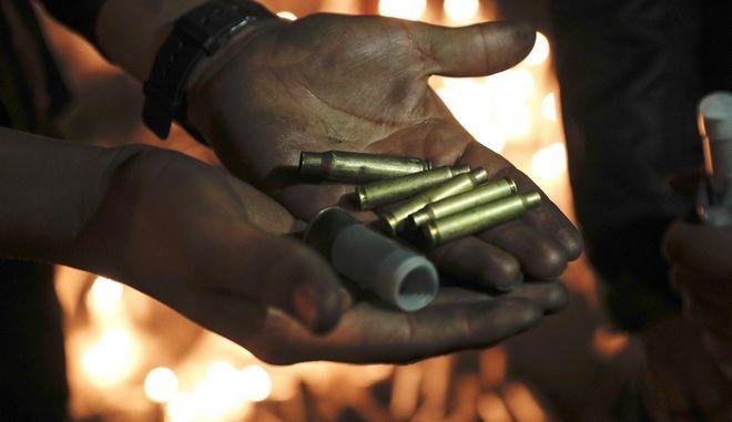 Αληθινές σφαίρες που χρησιμοποιεί η αστυνομία εναντίον των διαδηλωτών
