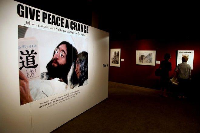 Στιγμιότυπο από το Bed-In των Τζον Λένον και η Γιόκο Όνο σε έκθεση (AP Photo/Craig Ruttle)