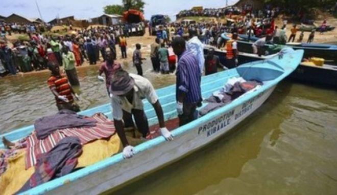 30 νεκροί στην Ουγκάντα όταν βυθίστηκε πλοιάριο με παίκτες και οπαδούς