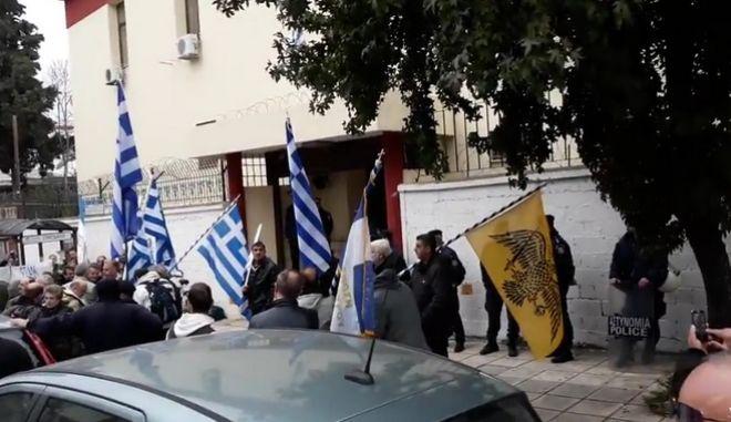 Θεσσαλονίκη: Ένταση στο στρατοδικείο για στρατιωτικούς που αρνήθηκαν να υπηρετήσουν σε κέντρο φιλοξενίας προσφύγων