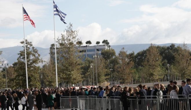 Επίσκεψη Ομπάμα: Η ουρά των σημαινόντων και ο βιαστικός Δένδιας