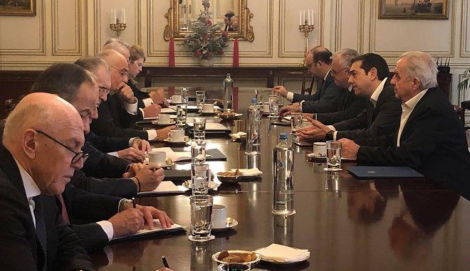 Στιγμιότυπο από την συνάντηση Τσίπρα -Τραπεζιτών στο Μαξίμου