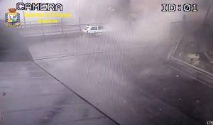 Βίντεο-σοκ από την κατάρρευση της γέφυρας στη Γένοβα