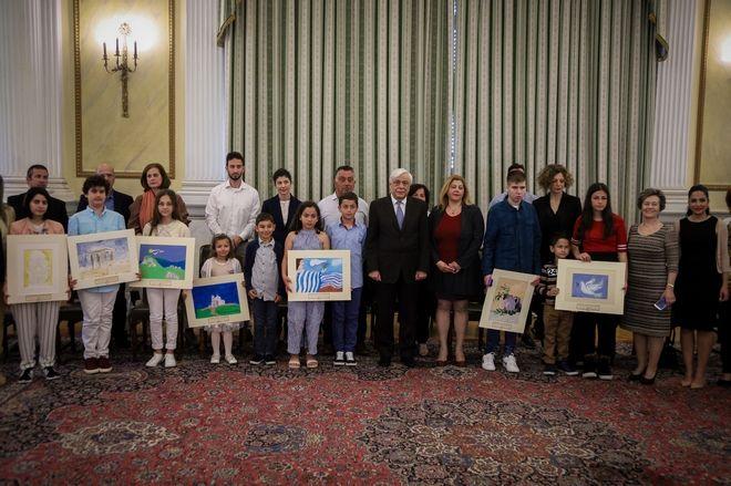 Συνάντηση του Προέδρου της Δημοκρατίας Προκόπη Παυλόπουλου, την Παρασκευή 3 Μαΐου 2019 με 12 παιδιά από την Παιδική Πινακοθήκη Ελλάδας μαζί με τους γονείς και συνοδούς καθηγητές τους. (EUROKINISSI/ΓΙΩΡΓΟΣ ΚΟΝΤΑΡΙΝΗΣ)