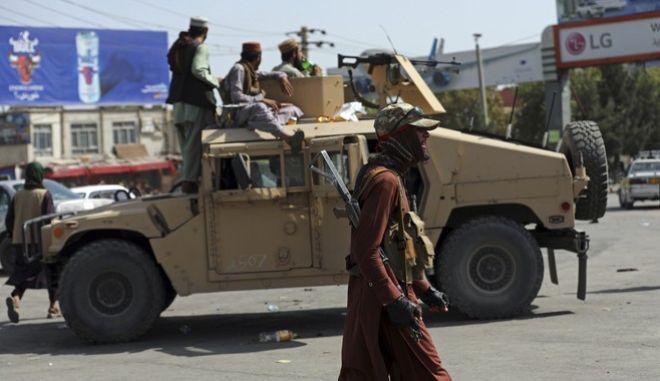 Ταλιμπάν αντάρτες λίγο μετά την κατάληψη της Καμπούλ