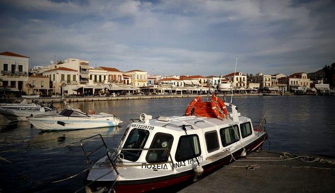 Στιγμιότυπο από το λιμάνι και την πόλη της Αίγινας. (EUROKINISSI/ΣΤΕΛΙΟΣ ΜΙΣΙΝΑΣ)