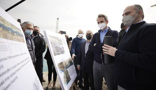 Ο πρωθυπουργός, Κυριάκος Μητσοτάκης, στην Διώρυγα της Κορίνθου
