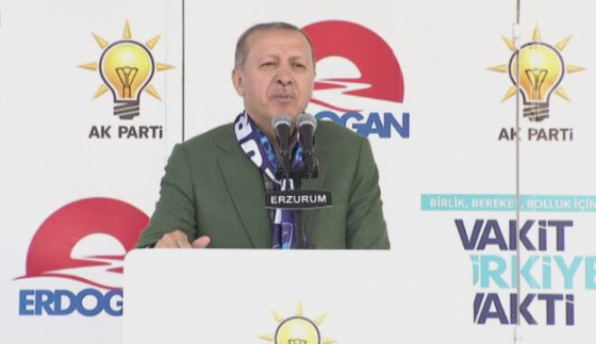Σόου Ερντογάν με αναστεναγμούς, κοριτσάκι και εκκλήσεις για ανταλλαγή νομισμάτων