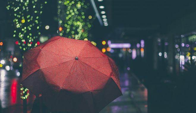 Βροχερή βραδιά σε κάποια πόλη
