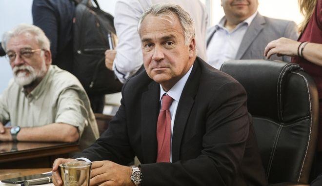 Ο τομεάρχης Εσωτερικών της ΝΔ Μάκης Βορίδης κατά τη συνάντηση με τον υπουργό Εσωτερικών Πάνο Σκουρλέτη για την κατάτμηση των μεγάλων περιφερειών
