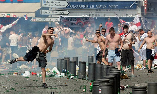 Μασσαλία: Συμπλοκές οπαδών και δακρυγόνα πριν τον αγώνα Αγγλίας - Ρωσίας