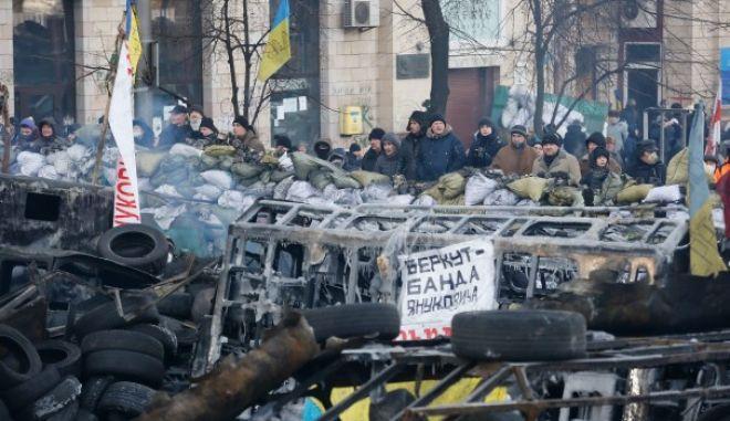 Ο Γιανουκόβιτς έκανε δεκτή την παραίτηση της Κυβέρνησης Αζάροφ
