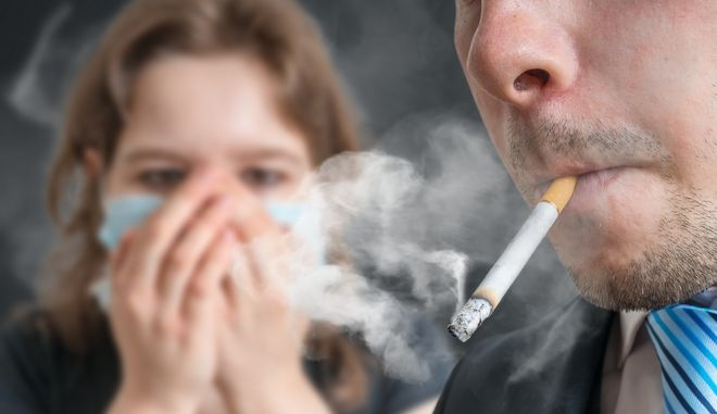 Το παθητικό κάπνισμα αυξάνει τον κίνδυνο καρκίνου του στόματος