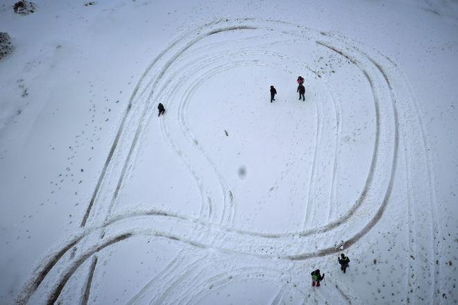 Παιχνίδια στα χιόνι στην Πάρνηθα