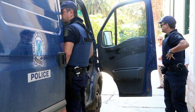 ΝΑΥΠΛΙΟ-Στην ανακρίτρια για να απολογηθούν σήμερα Τρίτη 19 Αυγούστου 2014 οι συλληφθέντες για την υπόθεσης ανθρωποκτονίας του 39χρονου στο Άστρος, το πτώμα του οποίου βρέθηκε απανθρακωμένο μέσα σε αυτοκίνητο, που είναι ο πατέρας του θύματος 75 ετών και η 67χρονη μητέρα του θύματος.( eurokinissi Βασίλης Παπαδόπουλος)