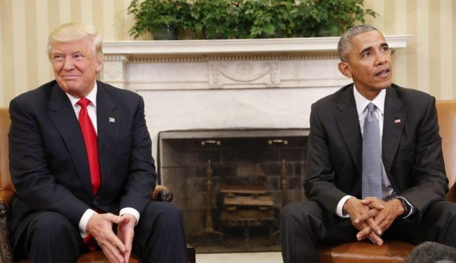 Ντόναλντ Τραμπ και Μπαράκ Ομπάμα σε μια πολύ αμήχανη συνάντηση - Φωτό αρχείου