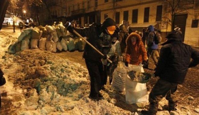 Αποχώρησαν από το υπουργείο Δικαιοσύνης οι διαδηλωτές στο Κίεβο