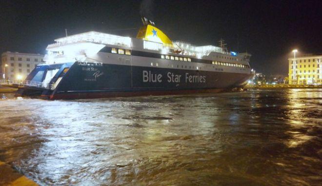 Φέρι μποτ στο λιμάνι του Πειραιά. (EUROKINISSI/ΓΙΩΡΓΟΣ ΚΟΝΤΑΡΙΝΗΣ)