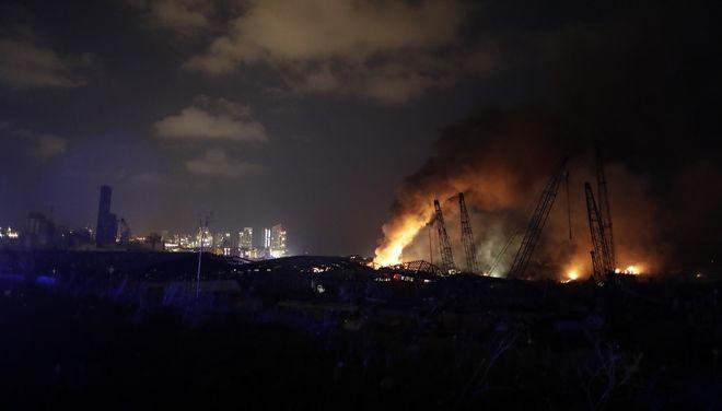 Φωτιά μετά τις εκρήξεις στη Βηρυτό