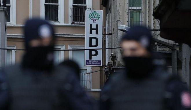 Τουρκία: Στο στόχαστρο της αστυνομίας τα στελέχη του φιλοκουρδικού κόμματος