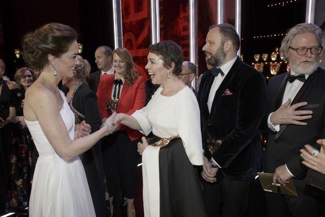 Η Κέιτ, Δούκισσα του Κέιμπριτζ, συναντά την πρωταγωνίστρια Ολίβια Κόλμαν και τον σκηνοθέτη Γιώργο Λάνθιμο