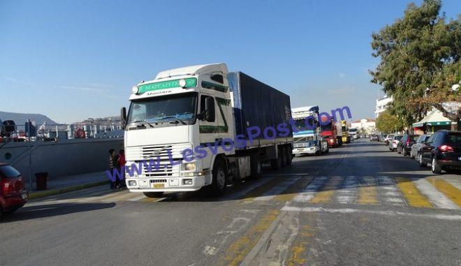 Μυτιλήνη: Οι ιδιοκτήτες φορτηγών διαδήλωσαν για το προσφυγικό
